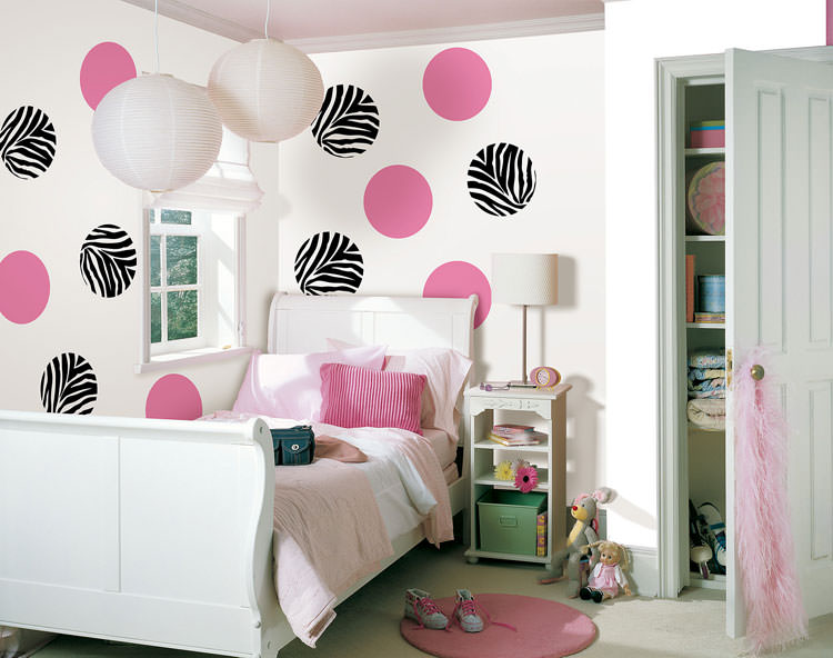 Children's bedroom with wall decorations n.11