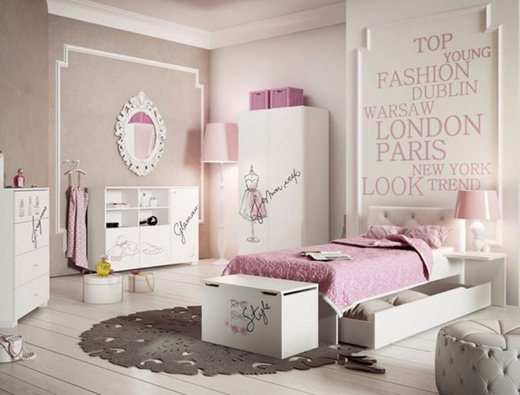 Kids bedroom with wall decorations n.26