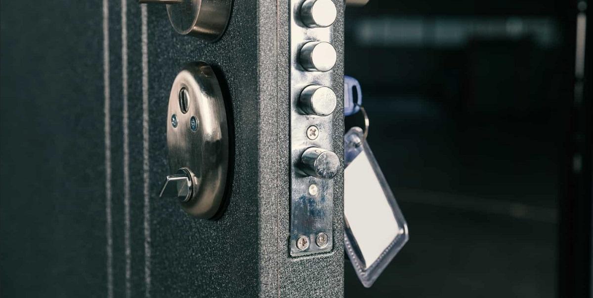 how-to-open-the-locked-entrance-door-2