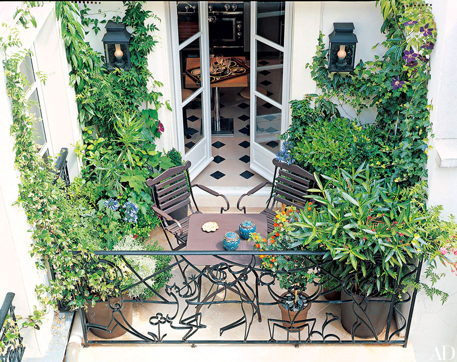 Ideas for decorating a balcony with plants n.08