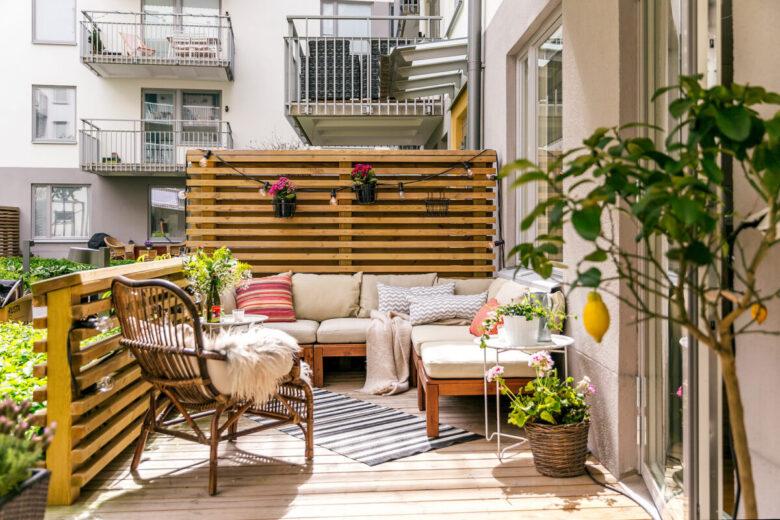 decorating-a-veranda-in-scandinavian-style-examples-15