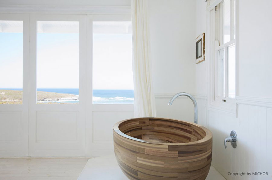 Oval free-standing wooden bathtub n.02