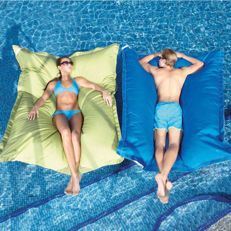 Giant floating cushion for swimming pool