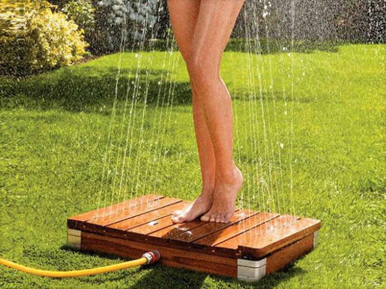 Garden shower with bottom-up jet