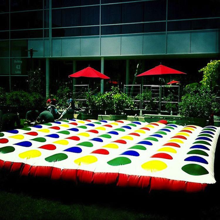 Maxi inflatable garden twister