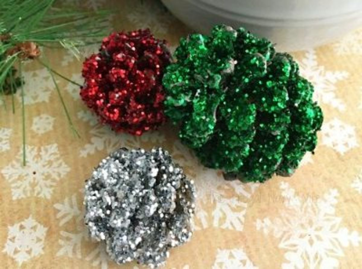 diy-christmas-decorations-with-pine-cones-4