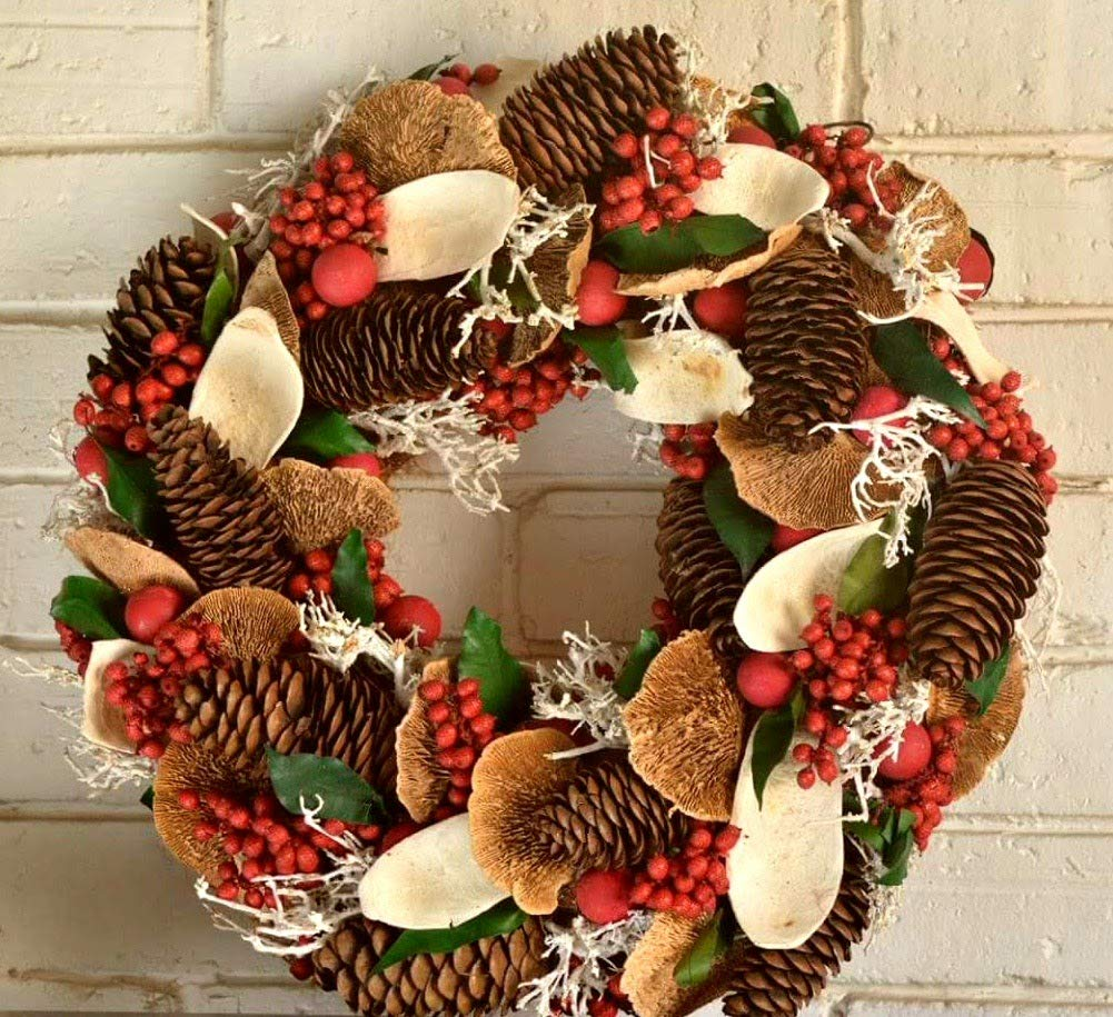 diy-christmas-decorations-with-pine-cones-25