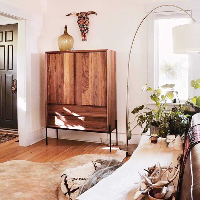 furnishing-modern-home-with-antique-wardrobe (2)
