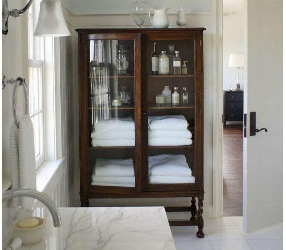 Ideas for furnishing with an antique wardrobe in a modern home