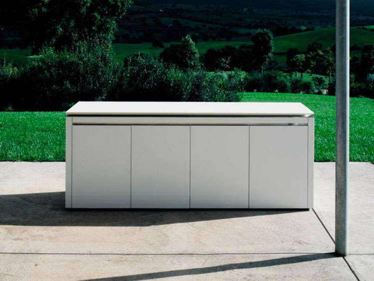 Outdoor kitchen with a modern and functional design n.11