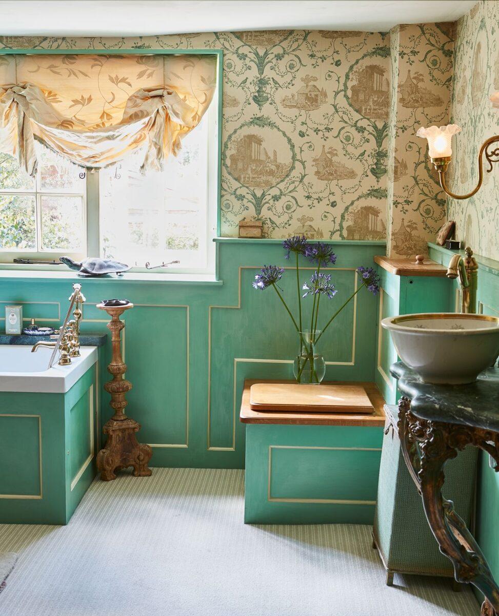 bathroom-classic-green-emerald-gold