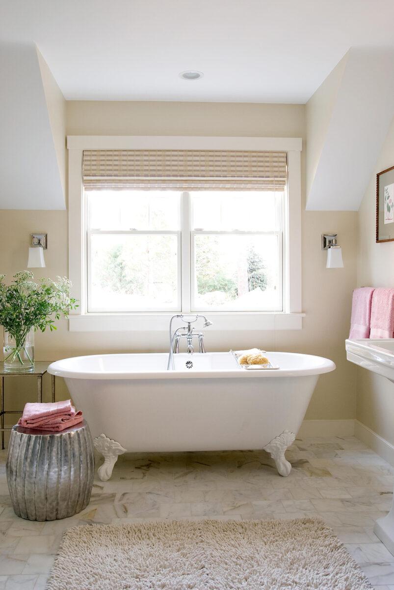 classic-cream-and-white-bathroom
