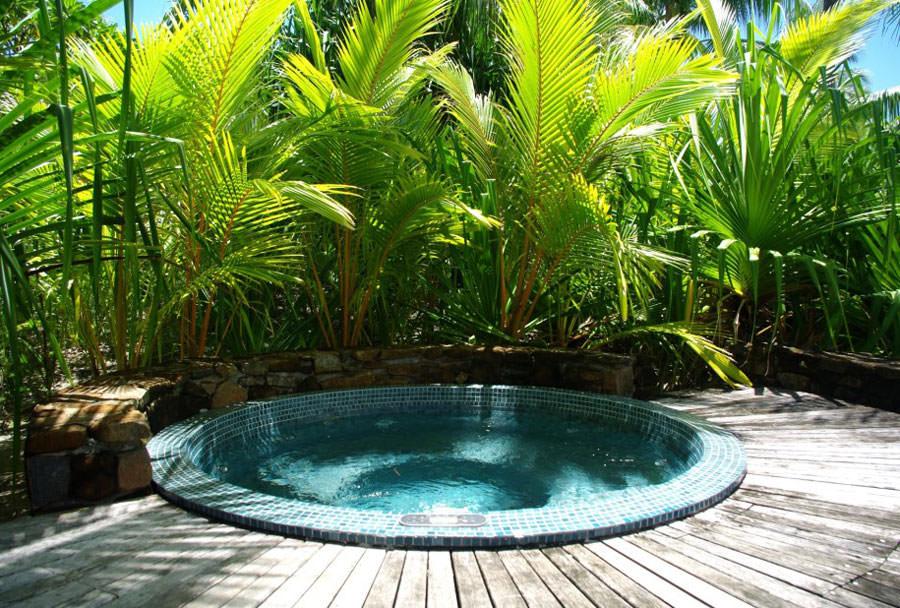 Outdoor whirlpool bath n.04