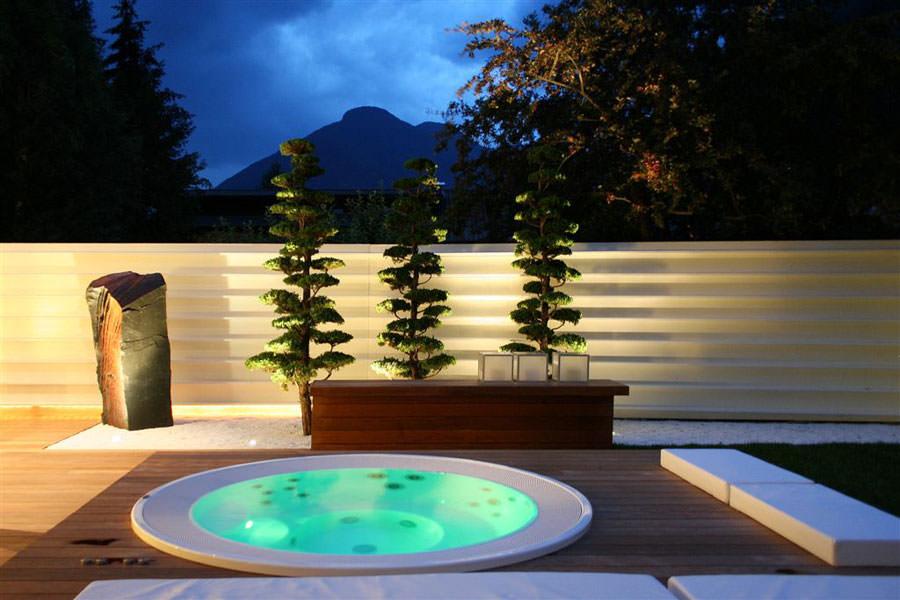 Outdoor whirlpool bath n.01