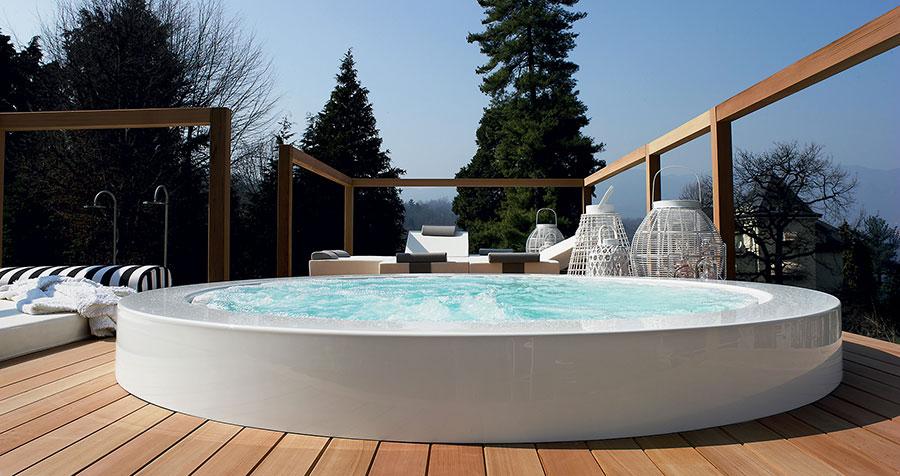 Zucchetti Kos whirlpool mini-pool model n.1