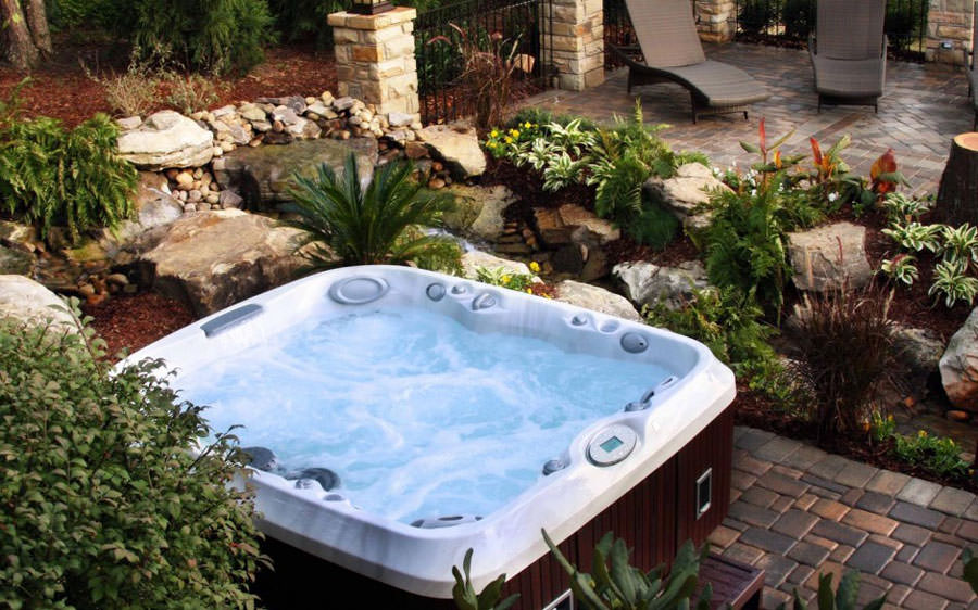 Outdoor whirlpool tub n.18