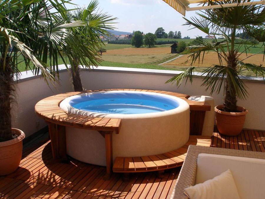 Outdoor whirlpool bath n.11