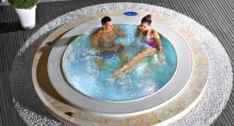 Outdoor whirlpool tub n.28