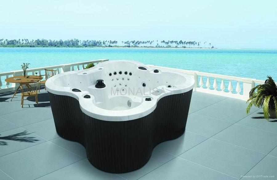 Outdoor whirlpool tub n.19