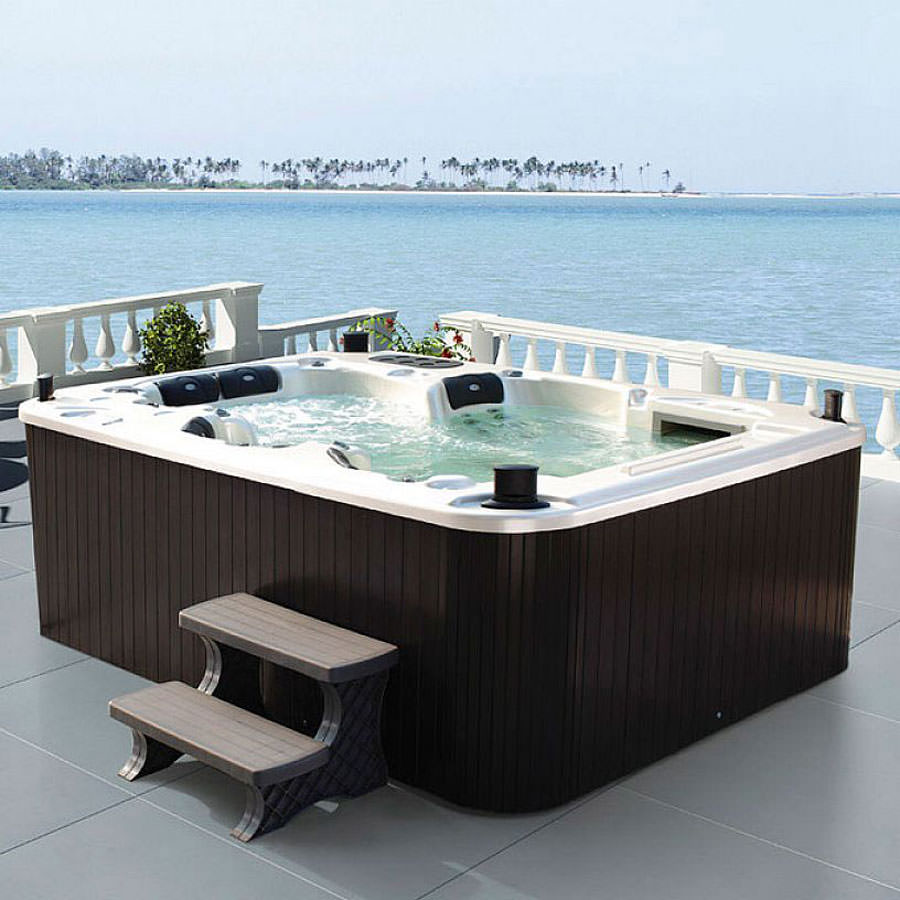 Outdoor whirlpool bath n.10