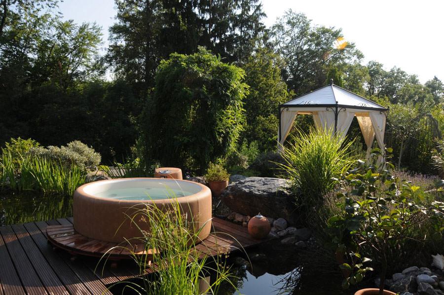 Outdoor whirlpool tub n.26