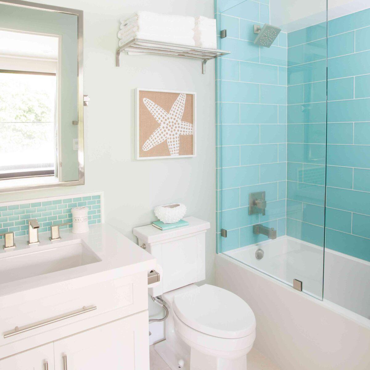 bathroom-walls-blue-color-17