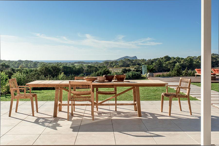 Extendable wooden garden table model n.01