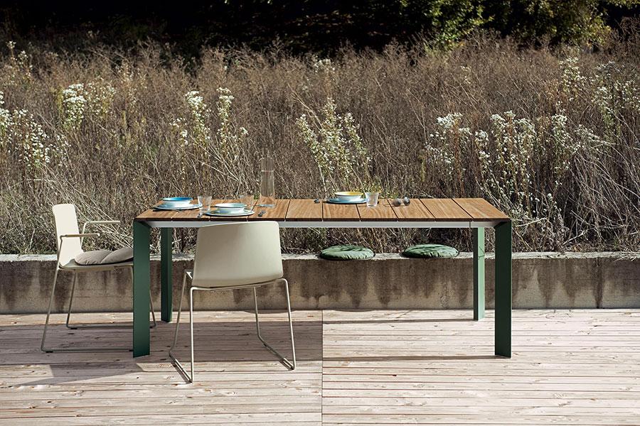 Extendable wooden garden table model n.04