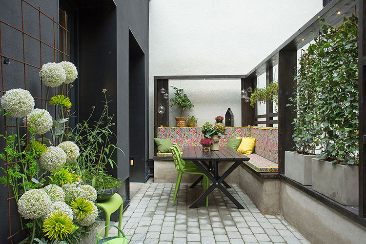 Ideas for decorating the terrace of an apartment n.29