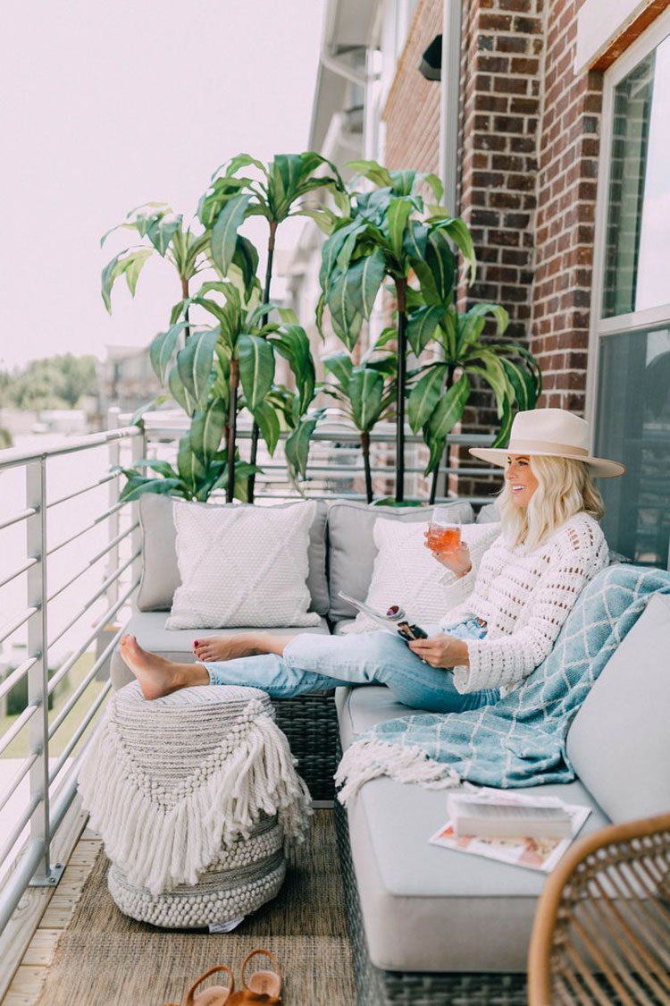 Ideas for decorating the terrace of an apartment n.30