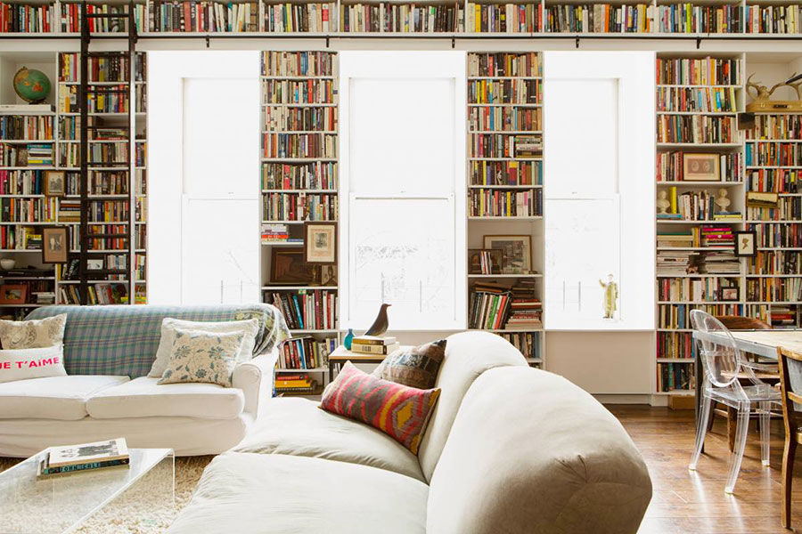 Ideas for decorating the living room with a wall bookcase n.05