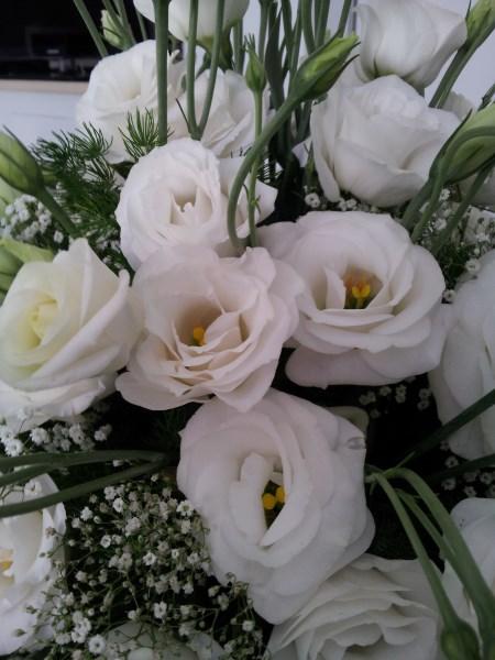 lisianthus-flowers-bride