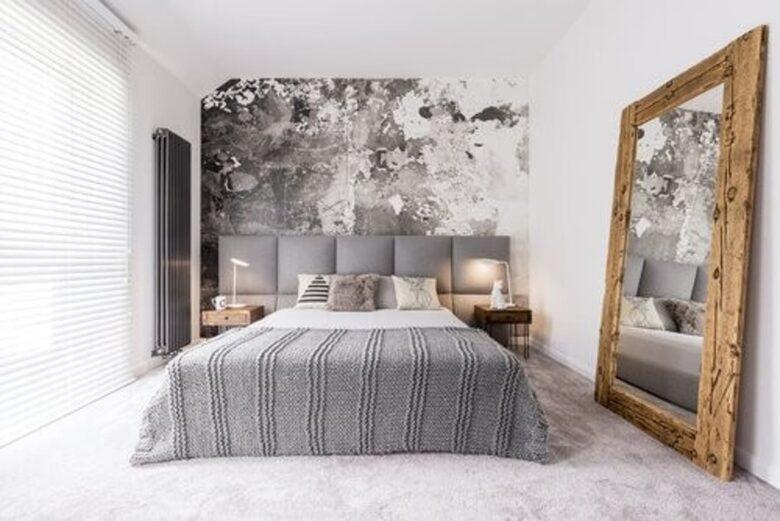 furnish-bedroom-small-mirror