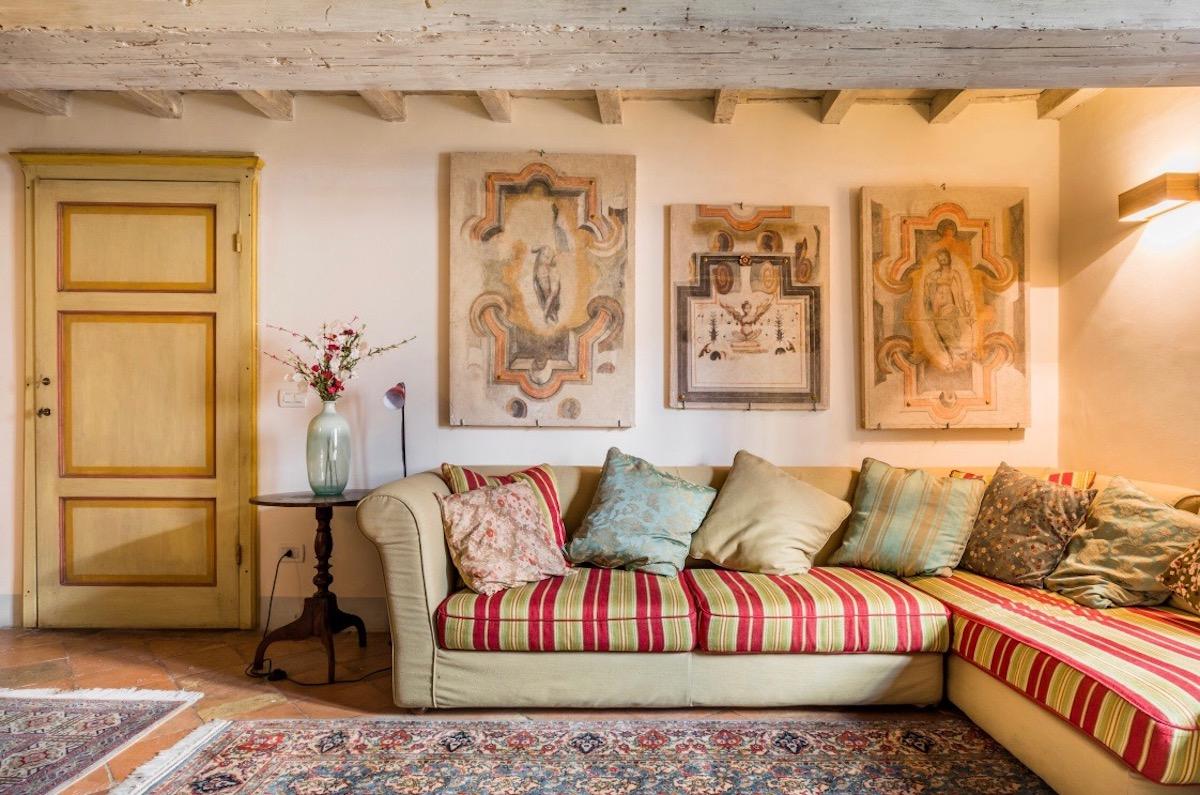 living room-Florentine-style-2