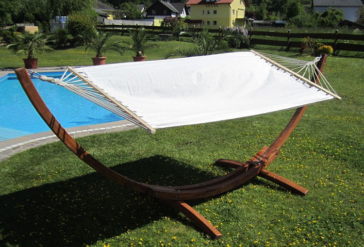 Traditional free-standing garden hammock n.01