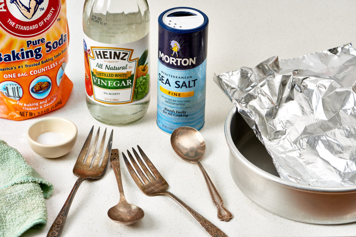 how-to-clean-cutlery-with-natural-methods