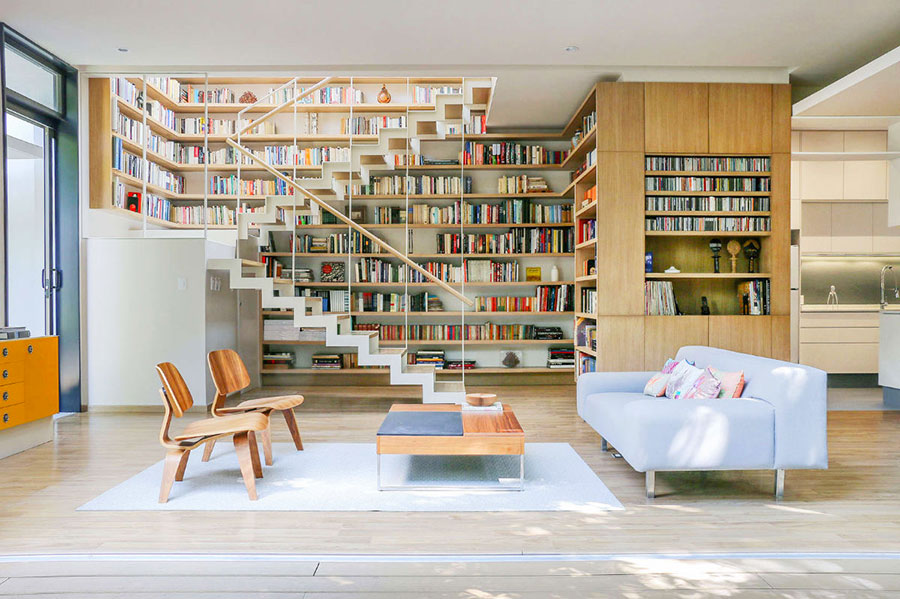 Ideas for decorating the living room with a wall bookcase n.01