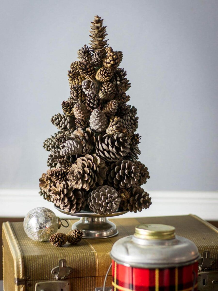 diy-christmas-decorations-with-pine-cones-5