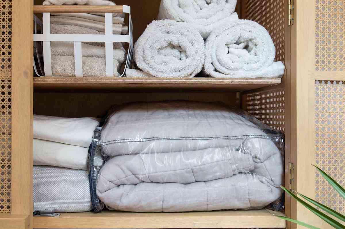 how-to-arrange-duvet-after-winter-10