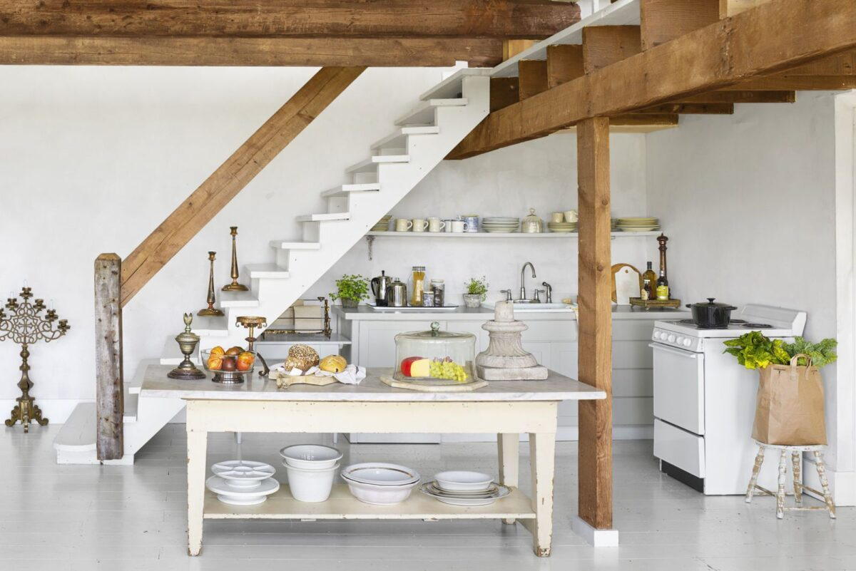 space-saving-solutions-for-the-attic-11