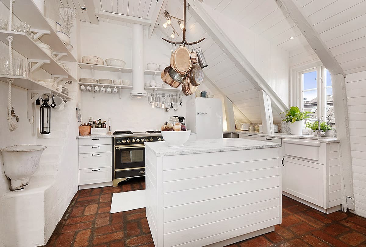 space-saving-solutions-for-the-attic-12