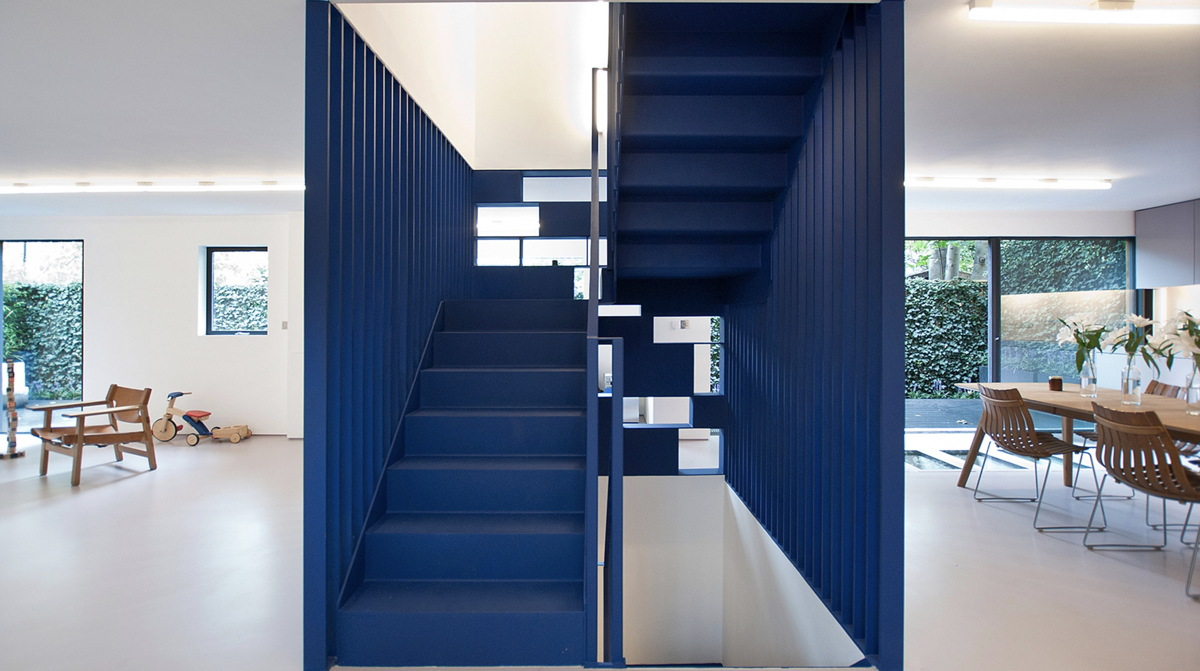 paint-house-and-furnish-with-classic-blue-pantone-1