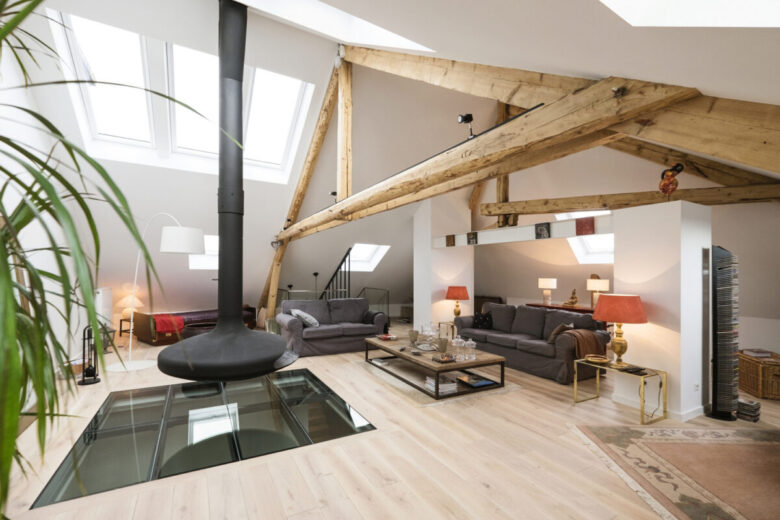 furnish-the-living-room-of-the-attic-4