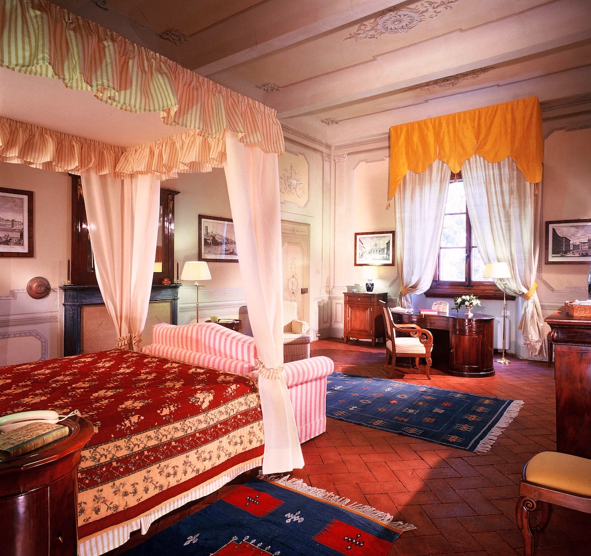 florentine-style-bedroom-10