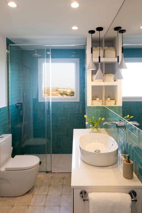 en suite bathroom coin blue tiles