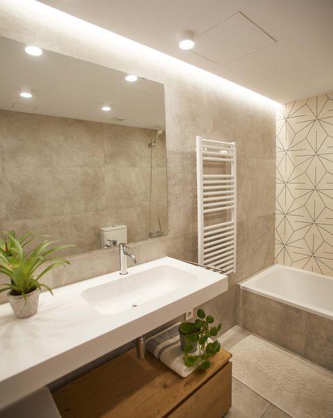 single-family house project by laiaubia studio bathroom with bathtub and flown washbasin
