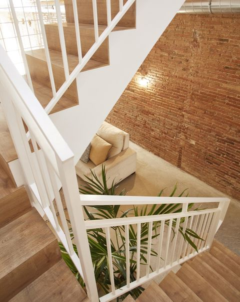 pías schools house, a project of laiaubia studio staircase