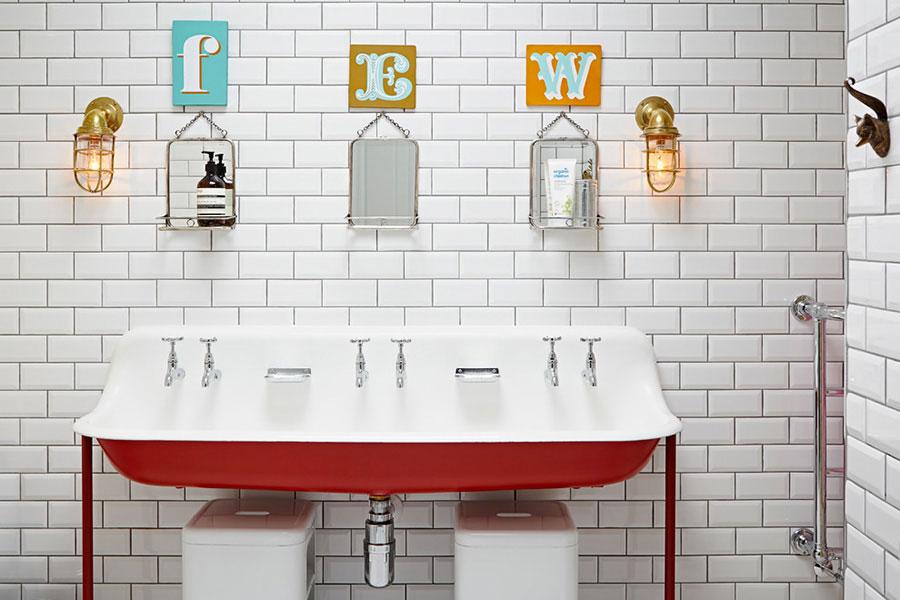 Ideas for decorating a vintage bathroom n.05
