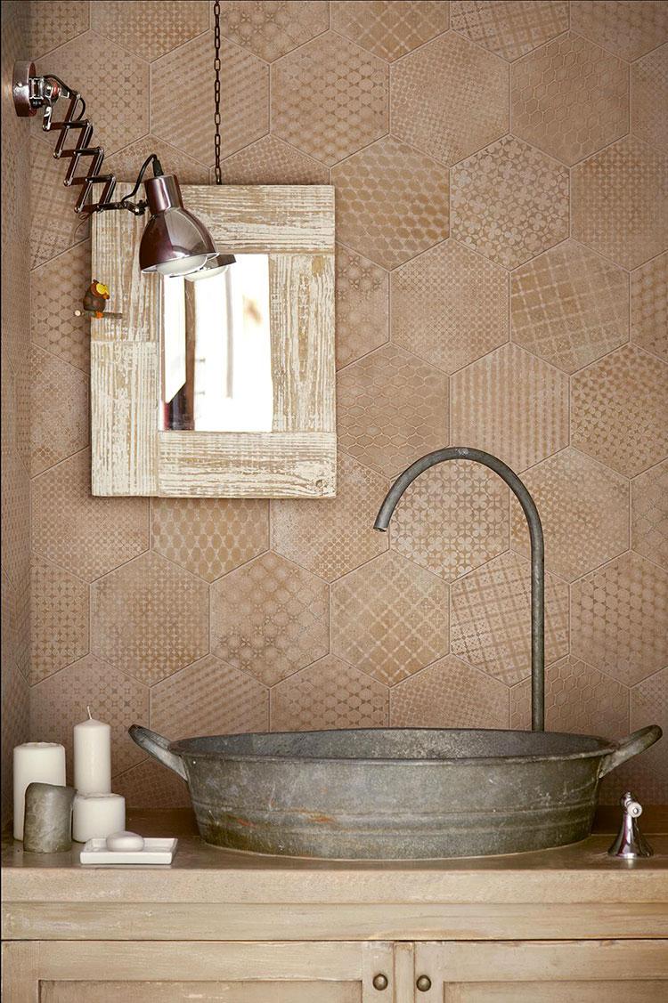 Ideas for decorating a vintage bathroom n.10