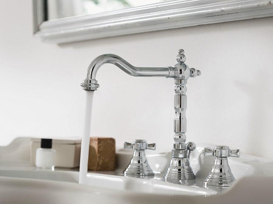 Vintage bathroom faucet model n.01